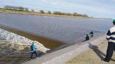 El lugar. En La cascada. Los tres cerca del agua son Miguel Ángel, Walter y Juan Álvarez. Fallecieron.