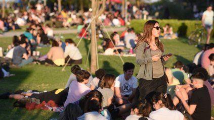 Unos 70 mil rosarinos recibieron la primavera en los espacios verdes y la costa