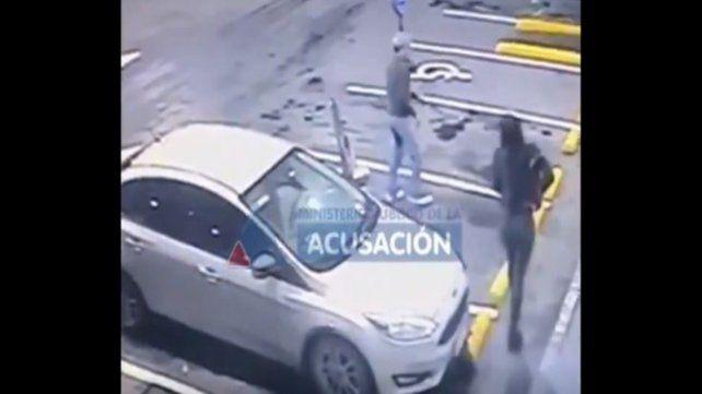 Luego del incidente Valdés y la suboficial que lo acompañaba fueron a una estación de servicio.