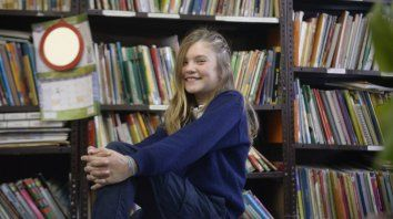 A Sofía le gustan las historias de misterio y terror, ya sea en libros o en series.