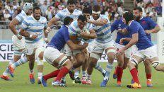A batallar. Agustín Creevy, con la pelota, será relevo ante Tonga.
