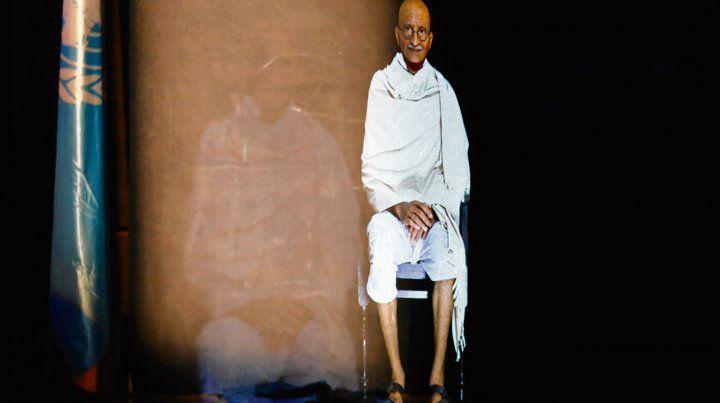 Líder pacífico. Un holograma de Gandhi