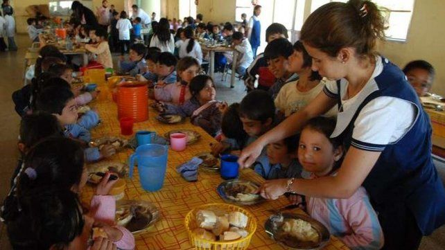 El 51 por ciento de los estudiantes en Santa Fe desayunan o meriendan en la escuela