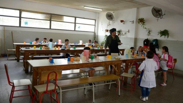 Ante la crisis, el Ministerio de Educación evalúa abrir comedores nocturnos
