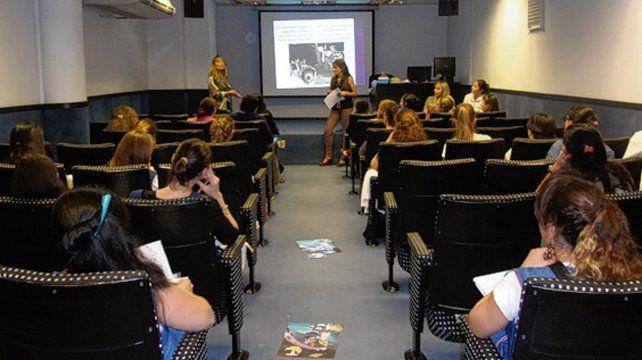 La capacitación docente se dicta en el auditorio del diario La Capital.