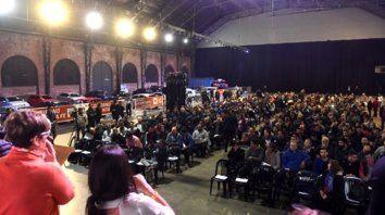 Gran interés. Mil personas acudieron a la convocatoria pública de la provincia y llenaron el galpón.
