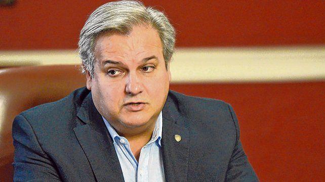 El ministro de Gobierno se hizo eco de sendas advertencias de mandatarios locales.