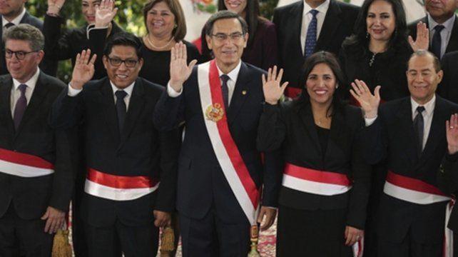 Seguimos. El presidente Martín Vizcarra saluda
