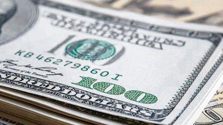 Dólar. La divisa bajó levemente ayer