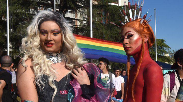 Una multitudinaria Marcha del Orgullo llevó sus reclamos hasta el Monumento
