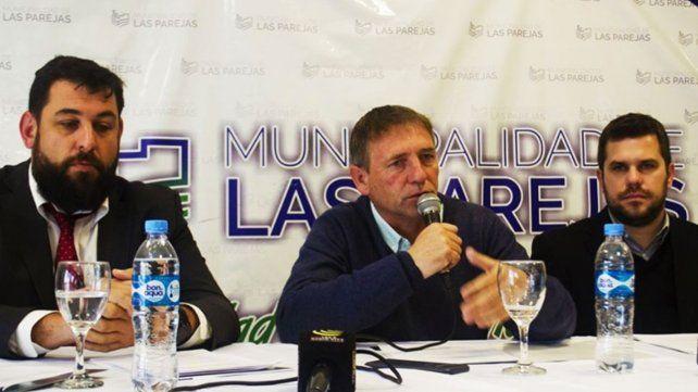 Gestión. El intendente Compagnucci (centro) durante el reciente lanzamiento del programa Tu Lote Propio.