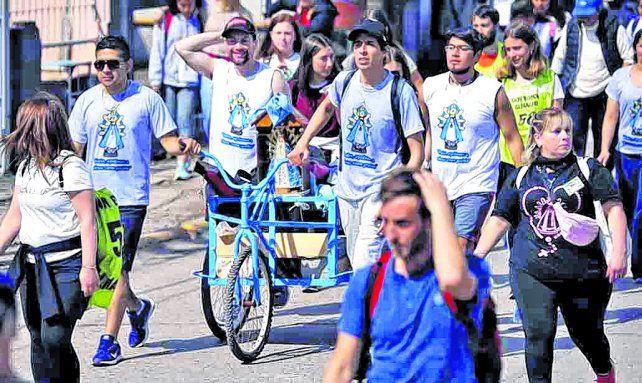 Peregrinos de todo el país caminaron hasta Luján