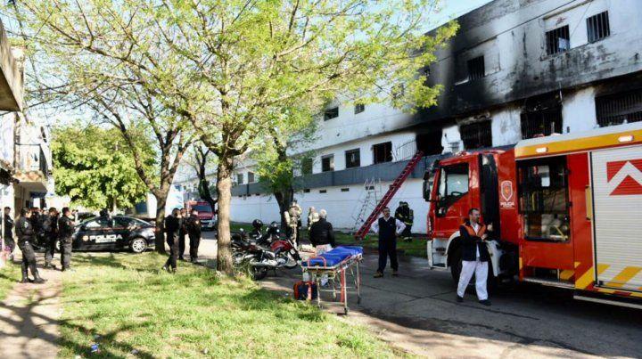 Un hombre y una mujer embarazada fallecieron en el incendio de un departamento de barrio Parque
