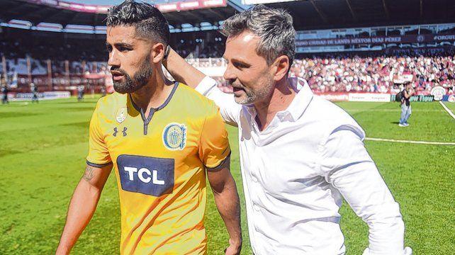 DT satisfecho. Cocca felicita a Brítez tras la igualdad en la Fortaleza. El conductor valoró el resultado obtenido fuera de casa.