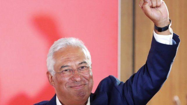 conforme. El premier Antonio Costa celebró anoche en el centro de Lisboa.