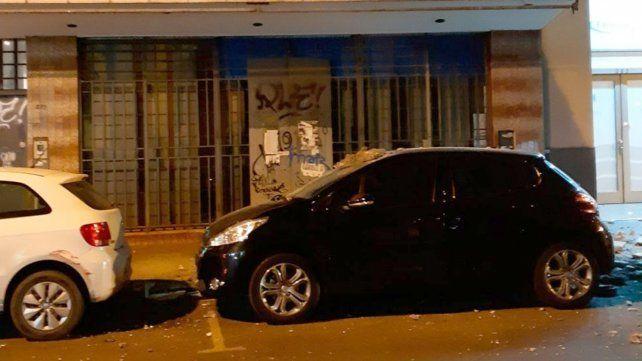 Varios autos sufrieron daños al caer un trozo de mampostería