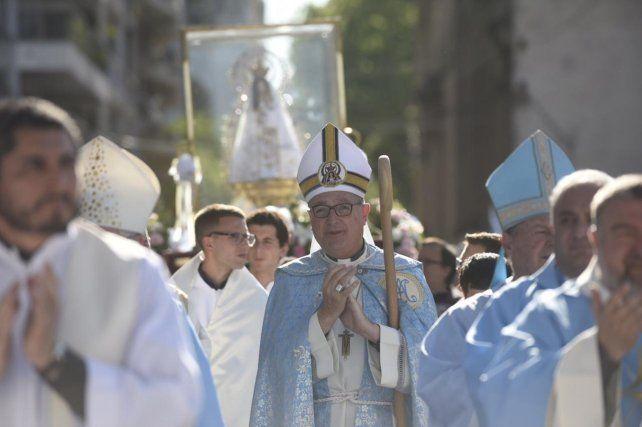 Multitudinaria procesión en conmemoración del Día de la Virgen del Rosario