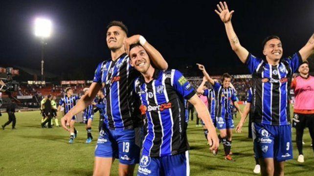 Felicidad plena. Los jugadores del tricolor festejan el pase a la siguiente fase de la Copa.