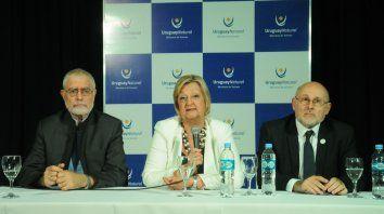 La ministra Kechichian, junto al viceministro Benjamín Liberof y a Juan Martínez Escrich, presidente de la Cámara Uruguaya de Turismo. (Foto: gentileza Willy Donzelly)