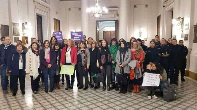 Las representantes de la Red de Mujeres Policías presentaron el proyecto en la Legislatura provincial.