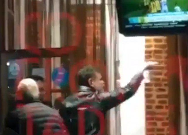 Echaron a Alfredo Casero de un bar por tocar el tambor de Macri