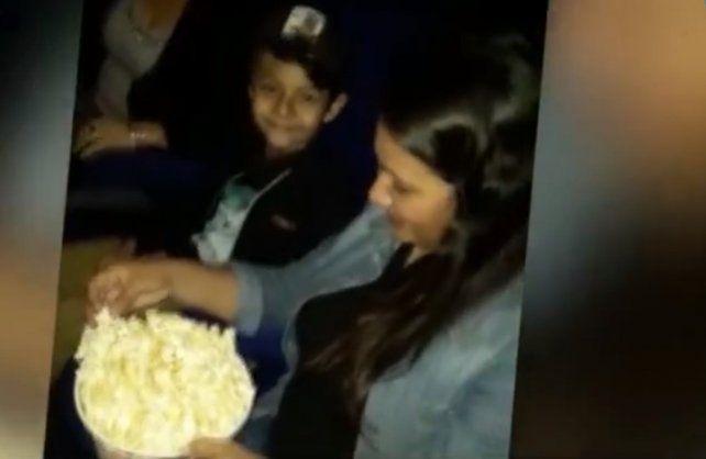 Benja fue al cine a ver El Rey León con sus papás. (Foto: captura de TV)