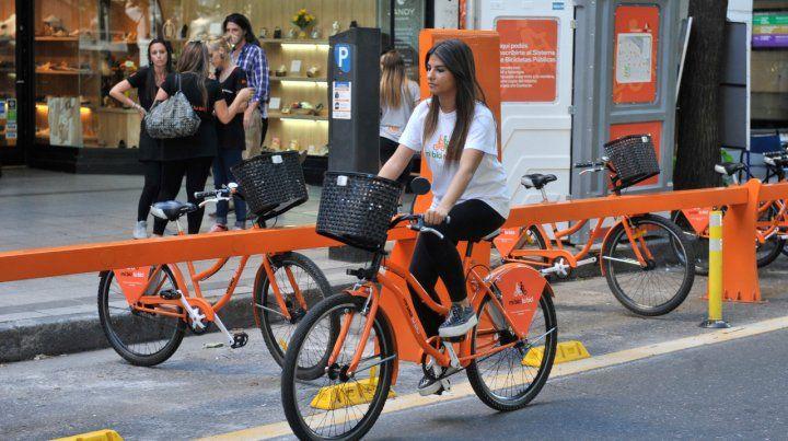 Por las calles. Las bicicletas del sistema público.