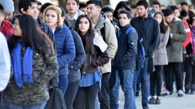 Mercado laboral. Los jóvenes son los más afectados por el desempleo y la precarización en Rosario.
