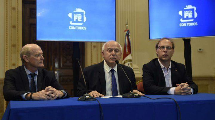 Lifschitz junto al ministro de Economía y al fiscal de Estado.
