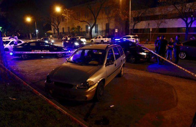 El vehículo en el que se movilizaba la víctima junto a su actual pareja y los hijos de ella.