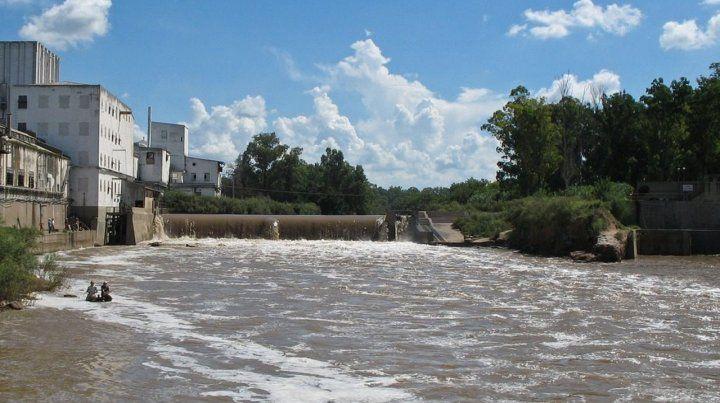 Impacto. La muralla afecta a la fauna ictícola del curso de agua.