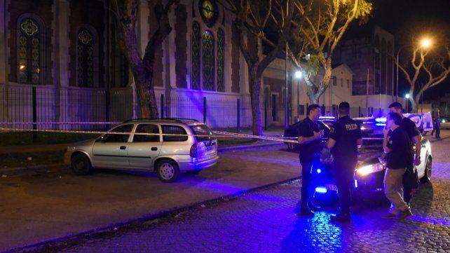 En el lugar. El Chevrolet Corsa rural en el que estaba Ceresso quedó estacionado frente a donde lo mataron.