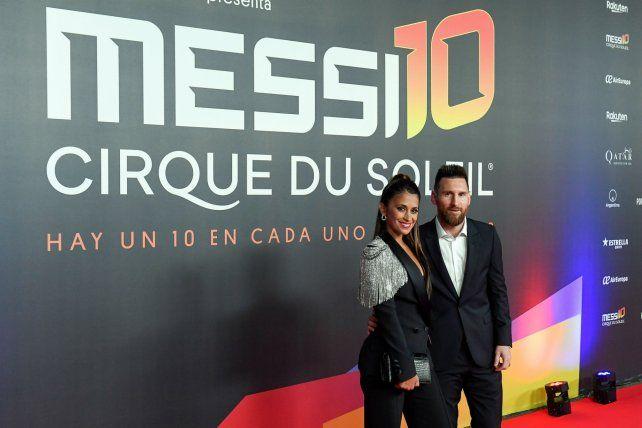 El crack rosarino Lionel Messi fue acompañado de su esposa