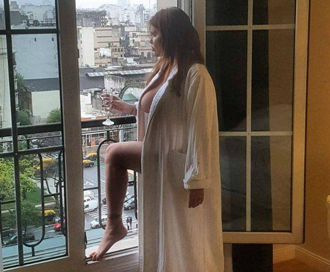 Las fotos calientes de Nazarena Vélez y Belén Francese en la cama