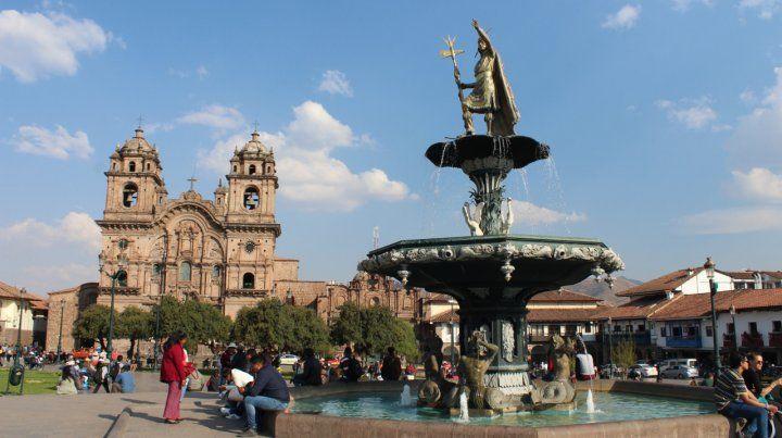 Imperdible. Recorrer la Plaza de Armas es imprescindible para turistas de todo el mundo. Está en el centro de la ciudad