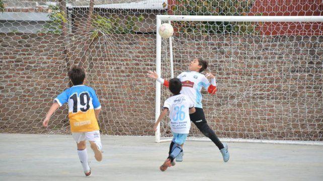 Integración. Más de 350 chicos participan de las actividades del club.