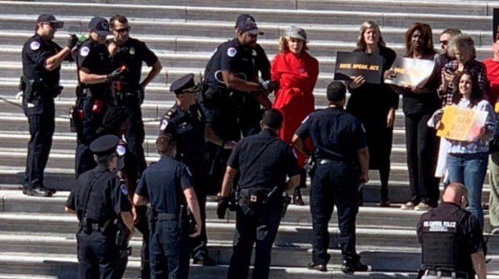 Jane Fonda fue detenida en las escalinatas del Congreso