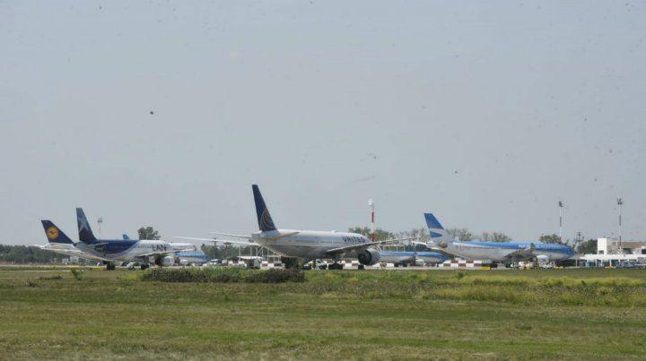 Los aviones de varios vuelos internacionales quedaron varados en Fisherton por el mal tiempo en Buenos Aires.