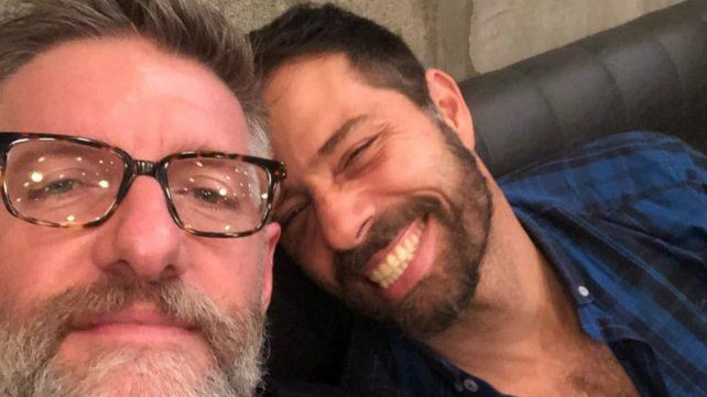 La romántica foto de Luis Novaresio junto a su novio en un día de tormenta