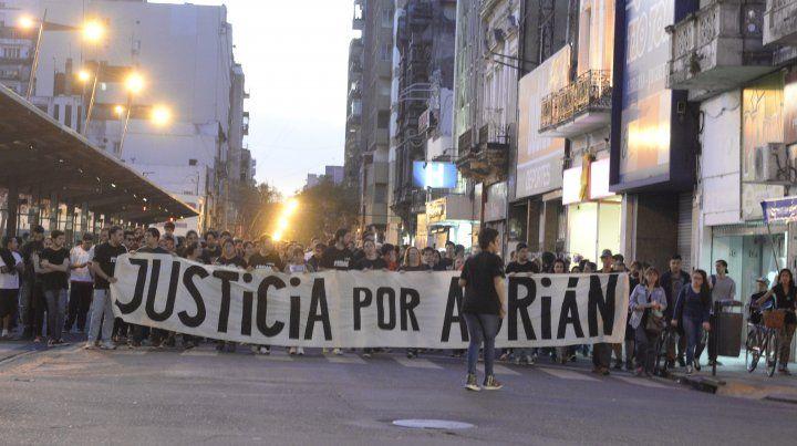 Organizan un festival para pedir justicia por Adrián Rodríguez, el músico fallecido en el Café de la Flor