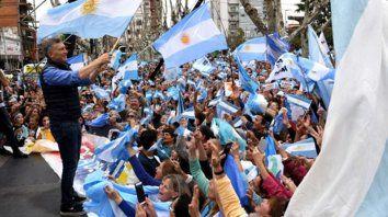 bandera. Macri, ayer en Olavarría, consideró que no puede haber doble discurso con el narcotráfico.