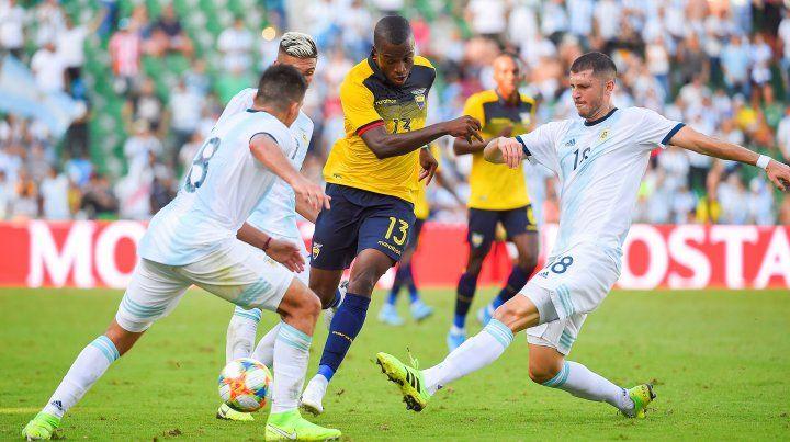 Argentina goleó a un débil Ecuador por 6 a 1 en España