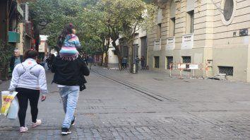 Buscan revitalizar el primer tramo de peatonal Córdoba, entre Maipú y Laprida, con actividades culturales.