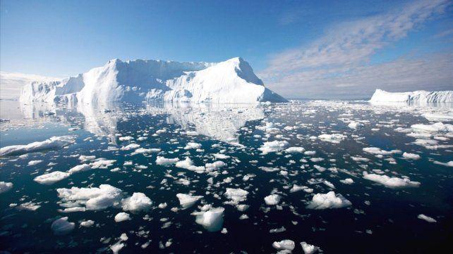 Grandes bloques de hielo se derriten en los polos.