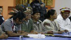 La comisión de líderes indígenas se sentó anoche frente al presidente Moreno.