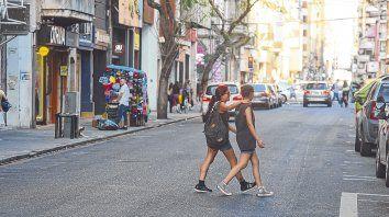 Postal del centro rosarino. El proyecto aprobado por el Concejo prevé hacer peatonal el tramo de San Luis entre Dorrego y Corrientes.