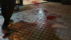 Un reguero de sangre quedó en el local del kiosco de calle Iriondo y San Juan.