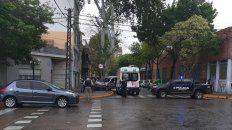 La Renault Kangoo quedó estampada contra el árbol. (Foto: gentileza Radio2 Rosario)