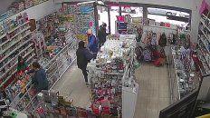 El video de un violento robo a perfumería de Ovidio Lagos al 5500