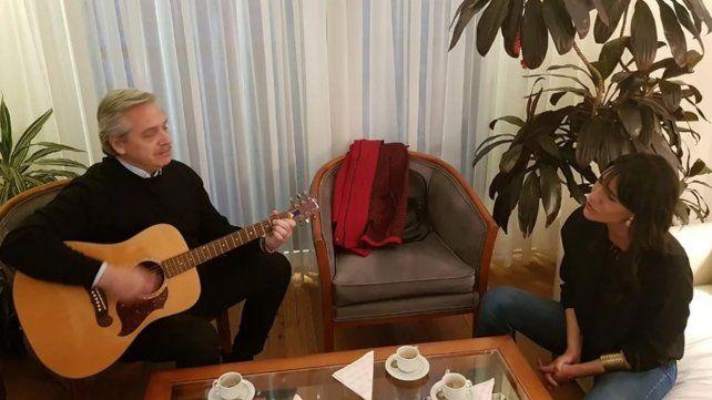 Alberto Fernández cantó a dúo con Natalia De la Sota